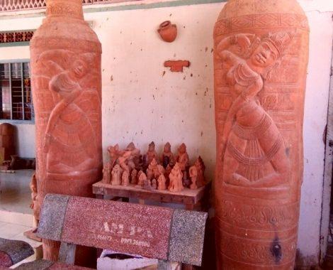 Bình phong bằng gốm khổng lồ